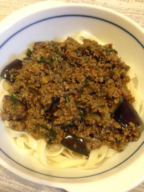 ジャージャー麺風麻婆茄子うどん 辛いが美味い。_a0334793_02571971.jpg