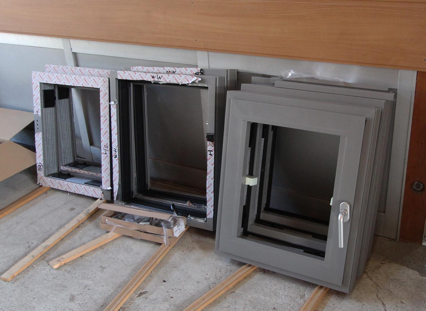 超高性能アルミサッシ地窓の試作 2_e0054299_14231433.jpg