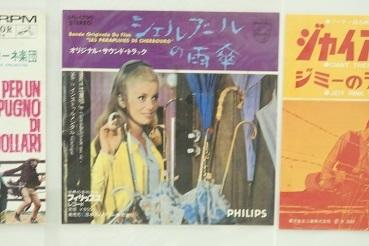 懐かしいレコードジャケット  札幌かでる27の9階廊下_f0362073_08294765.jpg