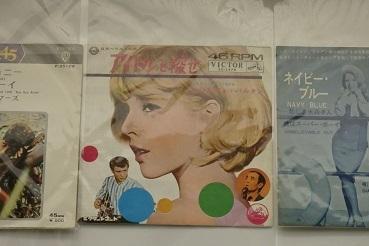 懐かしいレコードジャケット  札幌かでる27の9階廊下_f0362073_08343945.jpg