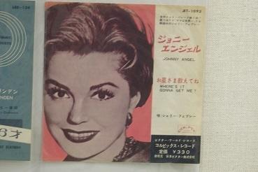 懐かしいレコードジャケット  札幌かでる27の9階廊下_f0362073_08345818.jpg