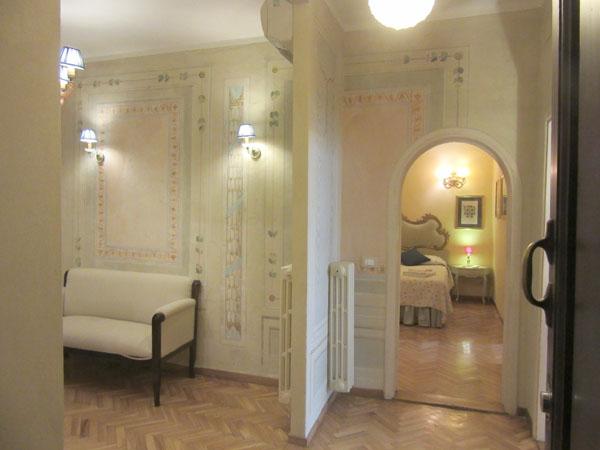 こんなお屋敷が見えてちょっと高貴な気分になれるアパート_c0179785_0393225.jpg