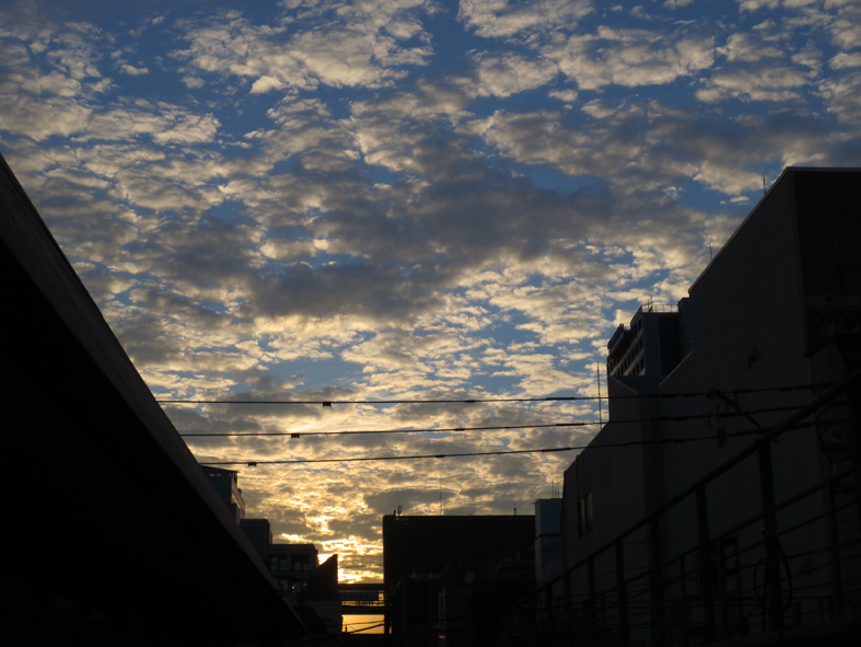 ■雲と『眉雨』──週替わりの夕暮れ[8/27-28]_d0190217_22401715.jpg