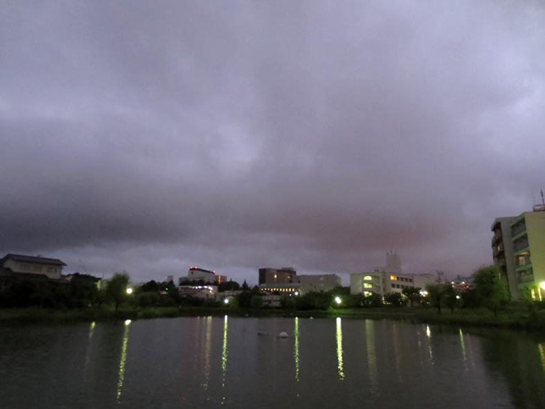■雲と『眉雨』──週替わりの夕暮れ[8/27-28]_d0190217_22441448.jpg