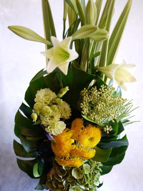 お花が好きだったお母様のご命日に。「明るく元気な感じ。黄色系で」。置戸町に発送。。_b0171193_16132911.jpg