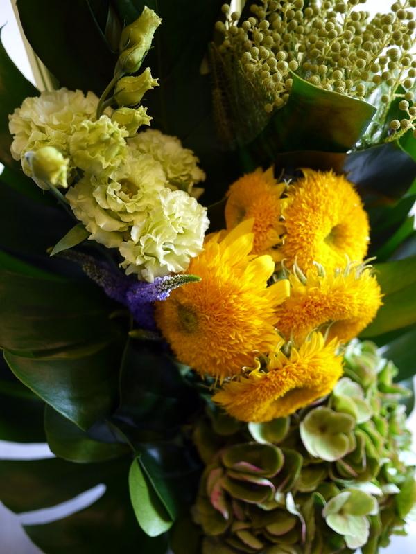 お花が好きだったお母様のご命日に。「明るく元気な感じ。黄色系で」。置戸町に発送。。_b0171193_16133356.jpg