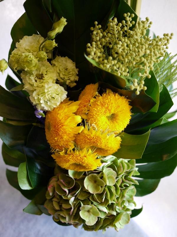 お花が好きだったお母様のご命日に。「明るく元気な感じ。黄色系で」。置戸町に発送。。_b0171193_16133869.jpg