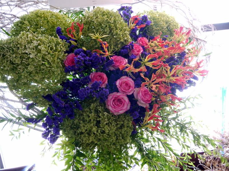 札幌芸術の森 野外ステージでの夏フェスにスタンド花。「279ど~みん'ずcafe」_b0171193_16511983.jpg