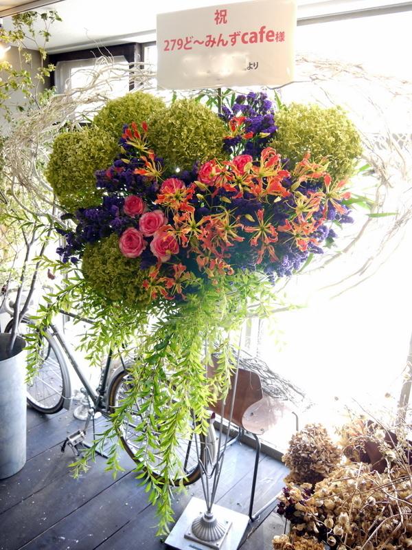 札幌芸術の森 野外ステージでの夏フェスにスタンド花。「279ど~みん'ずcafe」_b0171193_16514962.jpg