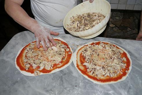 Pizzeria da Baffetto(ローマ)_a0152501_12105640.jpg