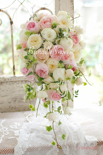 キュートでロマンティックなキャスケードブーケ * 八芳園様へお届けしました!_b0138802_21491321.jpg