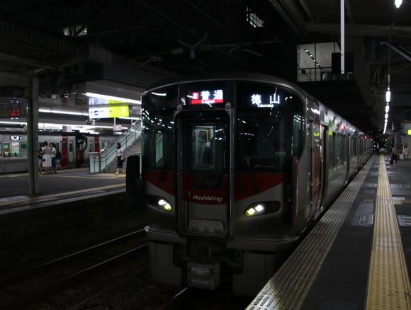 JR広島駅で少しだけ撮り鉄・・_d0202264_1754312.jpg