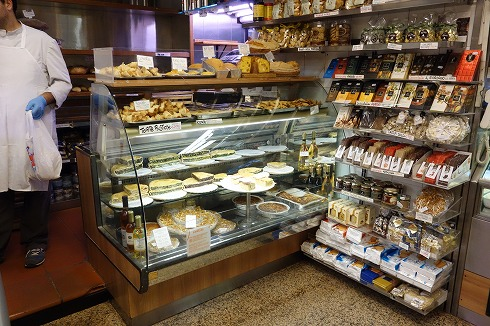 テスタッチョの食材店VOLPETTI_a0152501_1337527.jpg