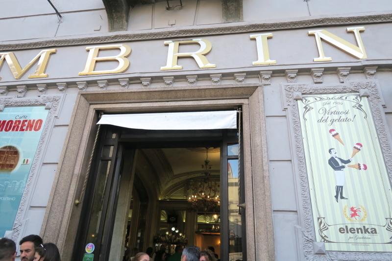 マフィアが集う??ナポリ最古のカフェ ガンブリヌス_c0366777_00475363.jpg