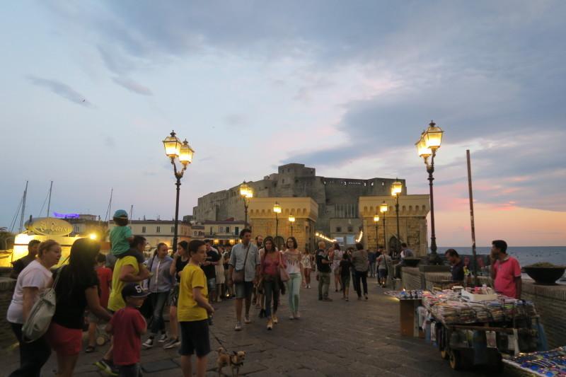 マフィアが集う??ナポリ最古のカフェ ガンブリヌス_c0366777_01125505.jpg