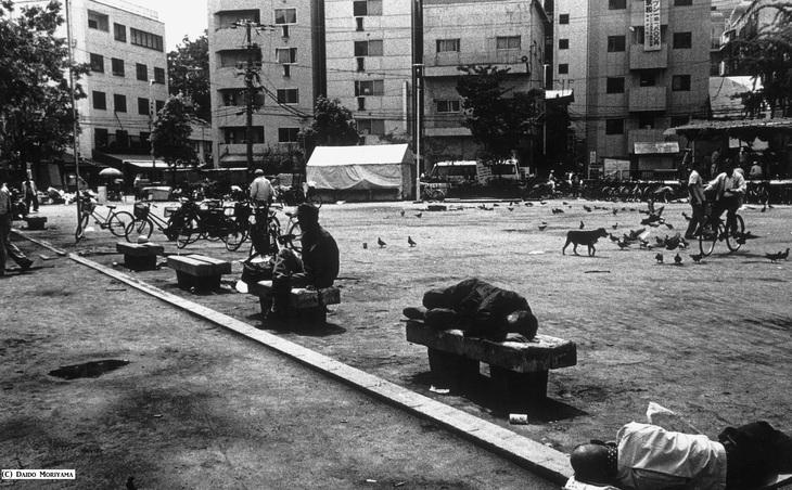 取次搬入日決定:森山大道写真集『Osaka』_a0018105_1250276.jpg
