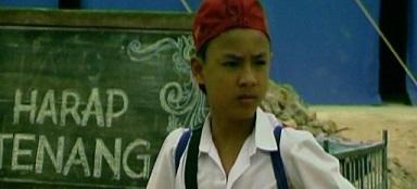 インドネシアの短篇映画:Harap tenang ada ujian!(2006 監督:Ifa Isfansyah)_a0054926_111022100.jpg