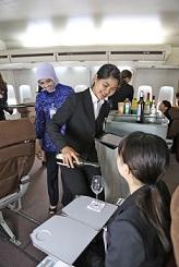 インドネシアのガルーダ航空と神田外語大 産学連携で研修 _a0054926_7414398.jpg