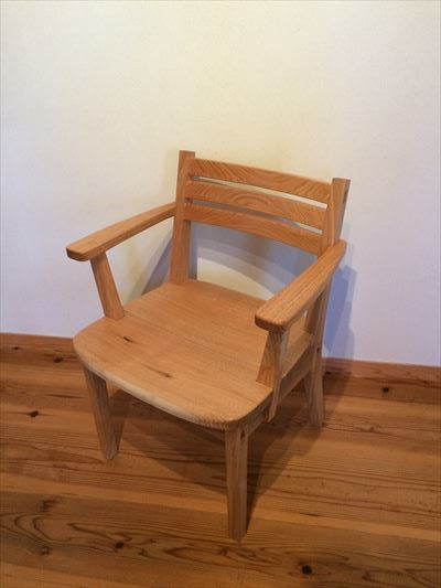 肘置きつきの椅子_d0165772_21381552.jpg