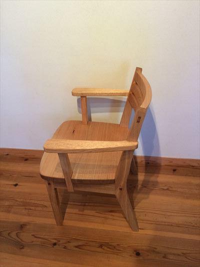 肘置きつきの椅子_d0165772_21382767.jpg
