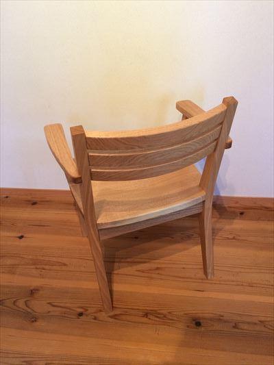 肘置きつきの椅子_d0165772_21383404.jpg