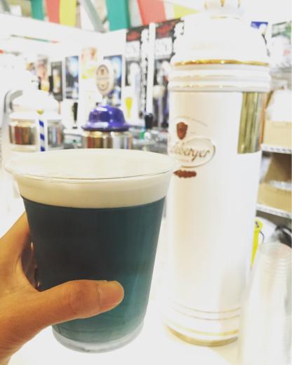 青いビール_e0117783_13201461.jpg