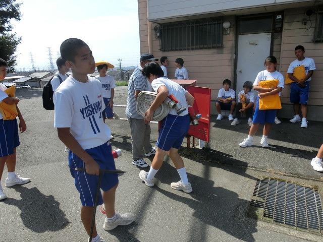 9月1日は吉原二中生の受け入れと消火栓を使った放水訓練実施_f0141310_6181571.jpg