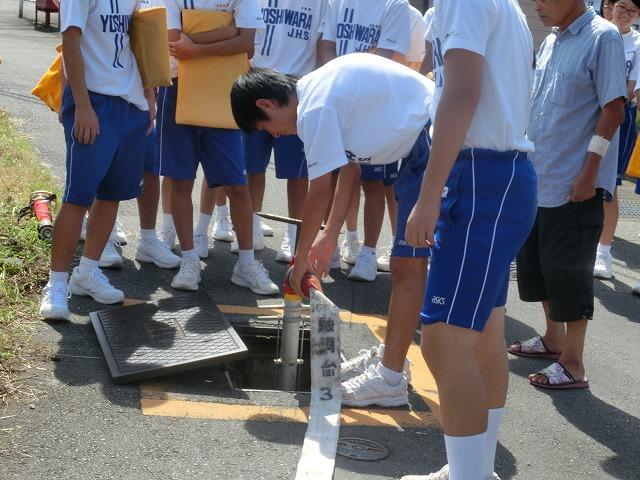 9月1日は吉原二中生の受け入れと消火栓を使った放水訓練実施_f0141310_6193981.jpg