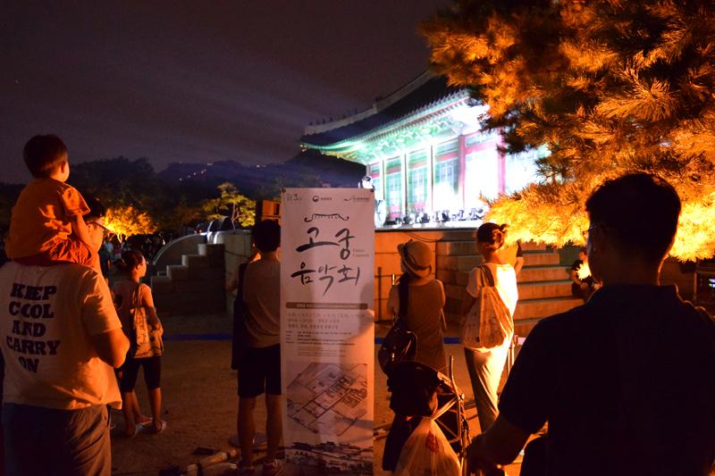 夜間開放期間のライトアップされた景福宮へ行く 2016_e0131432_15251567.jpg
