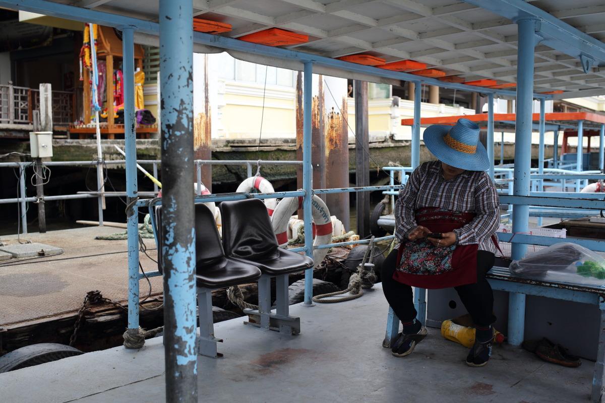 バンコク  ロート運河とラーチニー船着場_b0061717_0255929.jpg