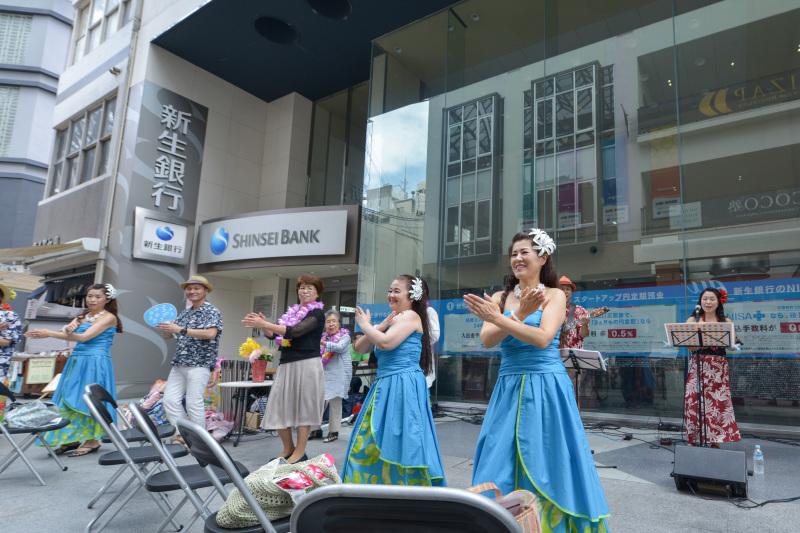 高松フラストリート2016 ③ プルメリア(花)ステージ 新生銀行前 Ⅱ_d0246136_18312779.jpg