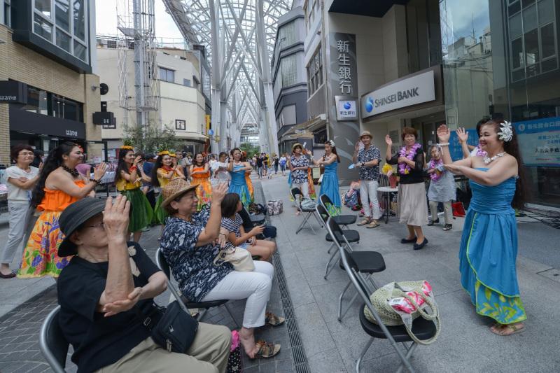 高松フラストリート2016 ③ プルメリア(花)ステージ 新生銀行前 Ⅱ_d0246136_18314021.jpg