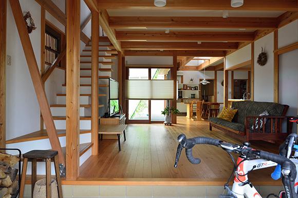 築7年目の木の家見学会 「通り庭に薪ストーブのある家」_e0164563_15025108.jpg