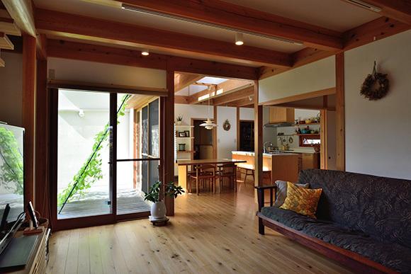 築7年目の木の家見学会 「通り庭に薪ストーブのある家」_e0164563_15025170.jpg