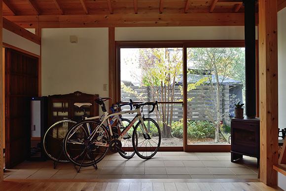 築7年目の木の家見学会 「通り庭に薪ストーブのある家」_e0164563_15025240.jpg