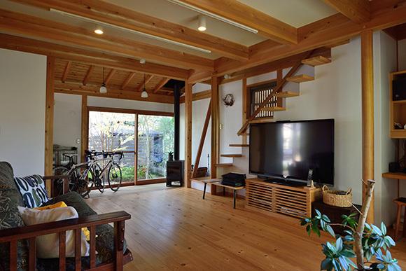 築7年目の木の家見学会 「通り庭に薪ストーブのある家」_e0164563_15082848.jpg