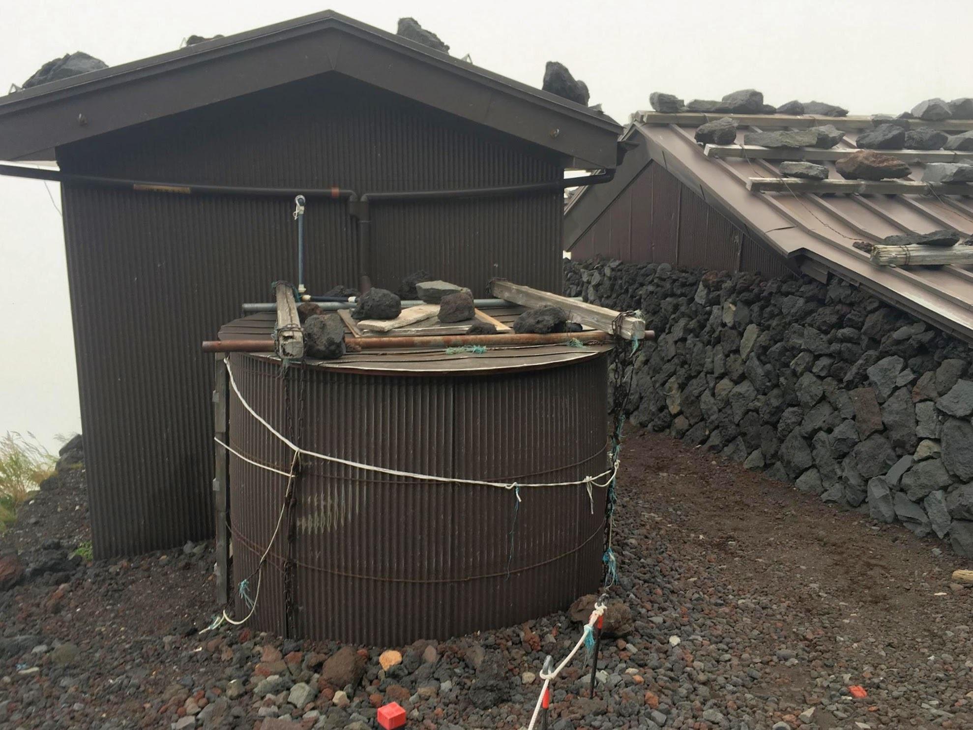 富士山の雨水タンク ふたたび_d0004728_06223551.jpg