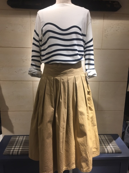 GRANDMA MAMA DAUGHTER chino pleat skirt、KATO`striped top_f0369188_14552786.jpg