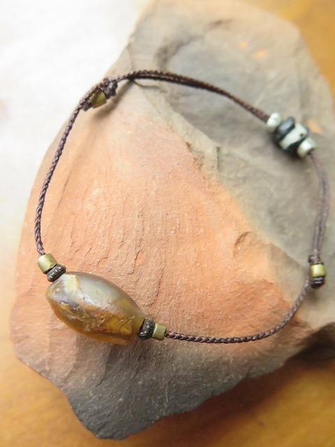 オリーブ色の古代瑪瑙をブレスレットに_b0249499_19243060.jpg