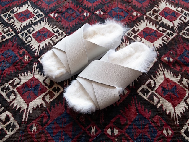 MAISON EUREKA RABBIT FUR CROSS OVER WHITE_f0111683_13062948.jpg