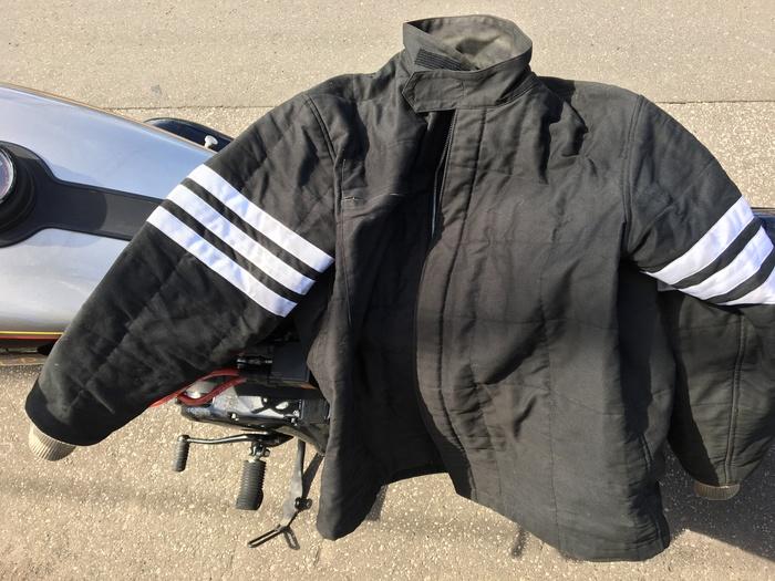 4年ぶりに着るジャケットは_c0226202_13323538.jpg