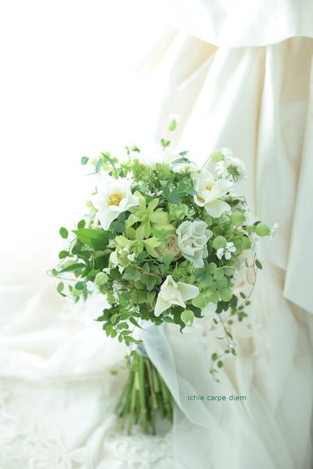 クラッチブーケ シェ松尾松濤レストラン様へ 茎を長めに束ねた緑たくさんのブーケ_a0042928_21214795.jpg