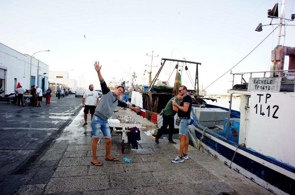 シチリア日記 Trapaniの魚市場_c0180686_16564354.jpg