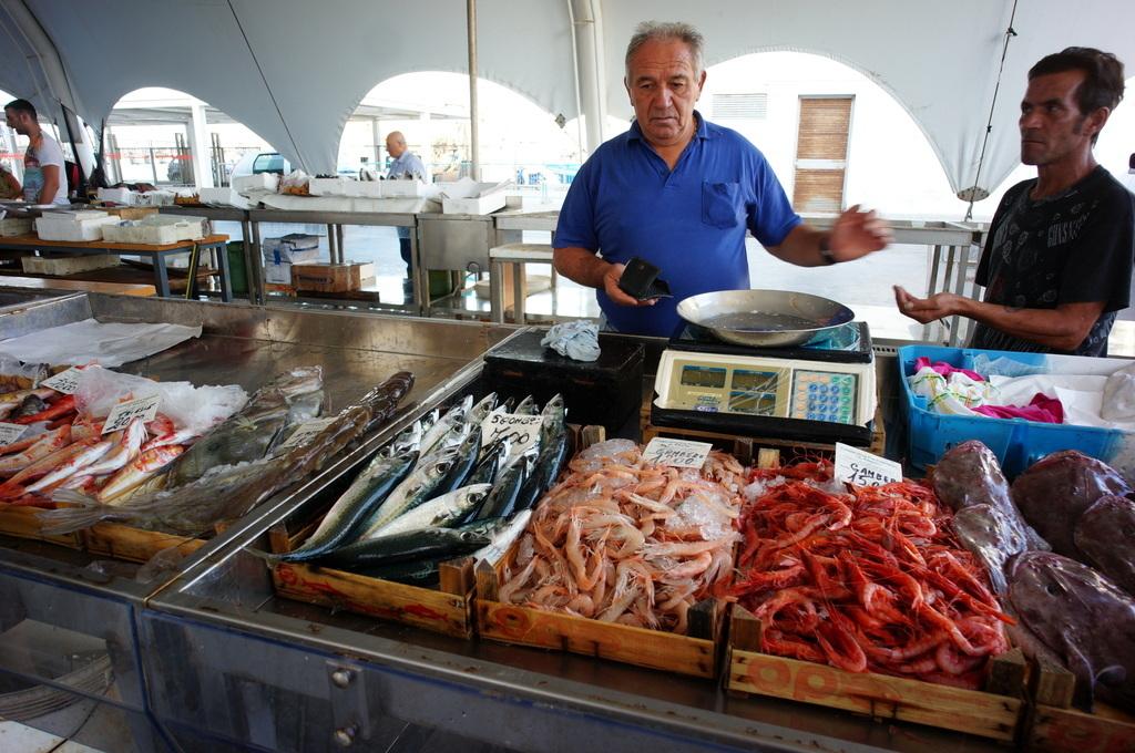 シチリア日記 Trapaniの魚市場_c0180686_16590967.jpg