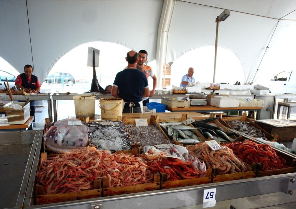 シチリア日記 Trapaniの魚市場_c0180686_16593934.jpg