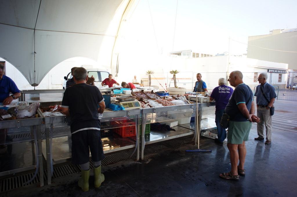 シチリア日記 Trapaniの魚市場_c0180686_17000949.jpg