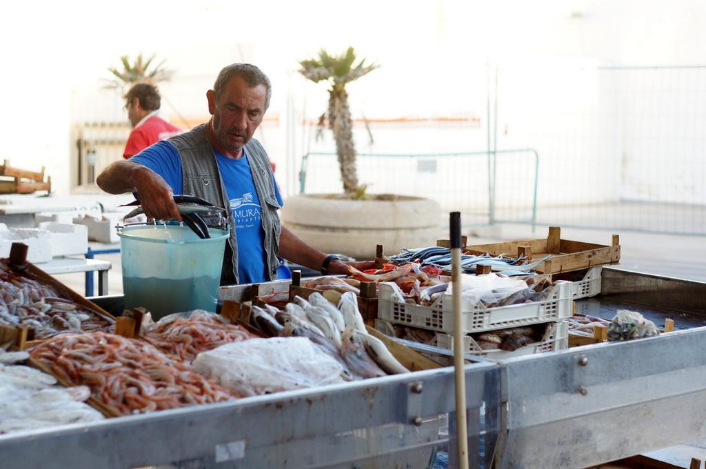 シチリア日記 Trapaniの魚市場_c0180686_17003938.jpg
