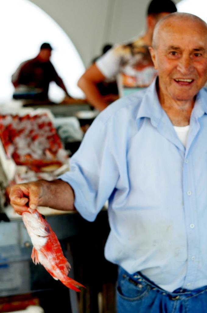 シチリア日記 Trapaniの魚市場_c0180686_17011378.jpg