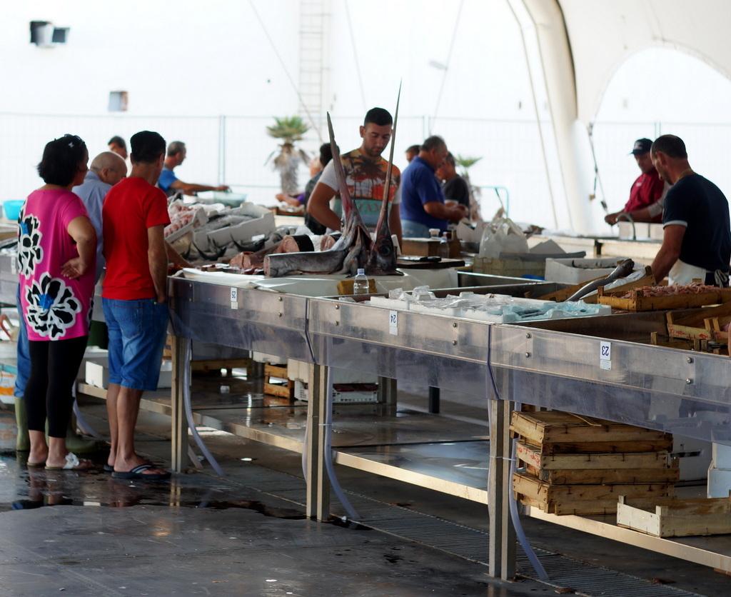 シチリア日記 Trapaniの魚市場_c0180686_17014402.jpg