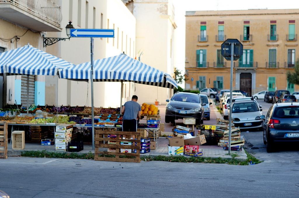 シチリア日記 Trapaniの魚市場_c0180686_17032226.jpg